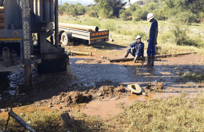 Borehole with over 2 million liters per day drilled at Moleke.